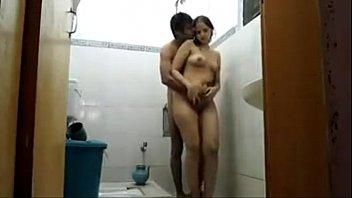 Мужчина смотрит как спутник пердолит его симпатичную женщину