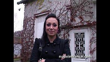 Грузин трахнул девчонку на диване в ее текущую манду