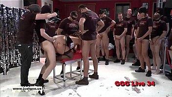 Секса кастинг гомика очкарика с поревом фигурным фаллоимитатор в очко и дрочкой на стуле