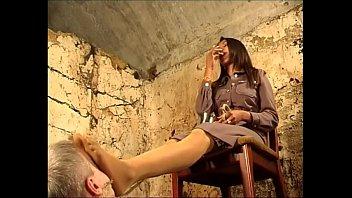 Лесбиянский трах стройных фитоняш с кунилингусами на кресле и кроватки