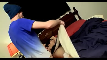 Высокая тёлка показывает буфера и пальчиком трогает аккуратную пизду