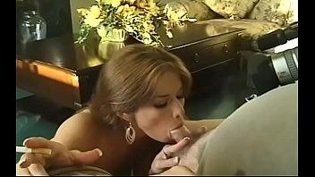 Мамочка лижет мохнатку восемнадцатилетней доченьки