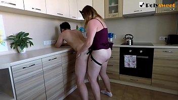Белокурая шлюха реализовала массаж чернокожей подружке и подрочила ее дырочку